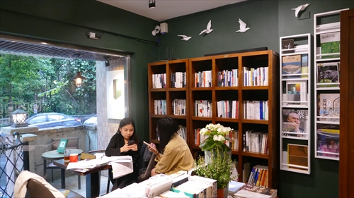 欒樹下,ブックカフェ,台北書店,黄一峰,台湾探鳥,台湾本,野鳥観察
