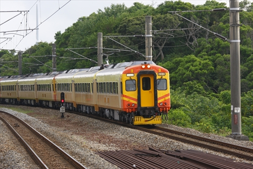 EMU300,イタリア製電車,吊りかけ,吊掛,運用離脱,崎頂駅,台湾の鉄道,SOCIMI社