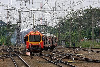 マンガライ駅,ジャカルタ,電車