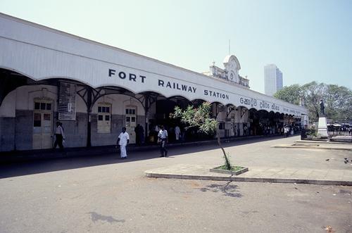 コロンボ,フォート駅,鉄道