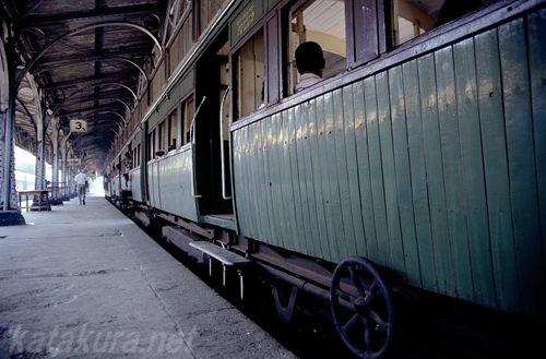 スリランカ,コロンボ駅,木造客車