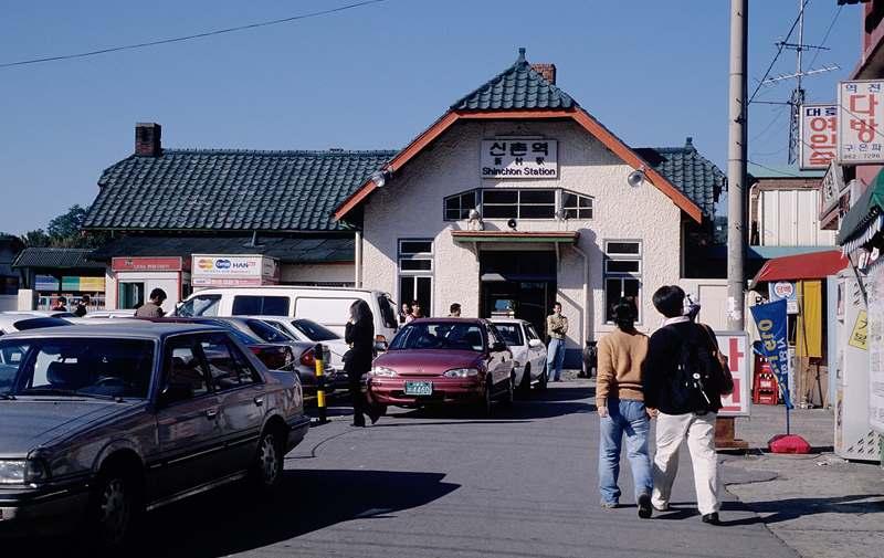 新村駅,シンチョン