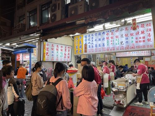 周家蒸餃,公正街,花蓮散歩,片倉佳史,台湾旅人地図帳,ウェッジの本,台湾探見
